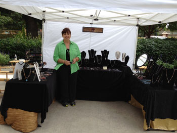 vendor-art-on-the-boulevard-Ruth-at-Brewfest-2